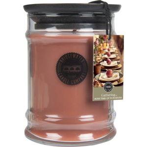 Svíčka ve skleněné dóze s vůní skořice a vanilky Bridgewater candle Company Gathering, doba hoření 65-85 hodin