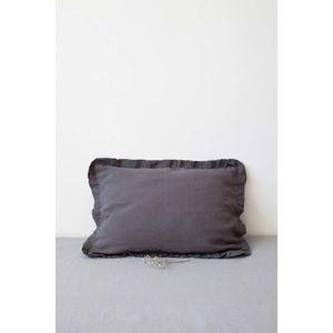 Tmavě šedý lněný povlak na polštář s řaseným lemem Linen Tales, 50 x 60 cm